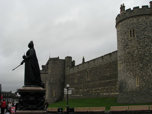 Windsor Castle and Queen Victoria statue