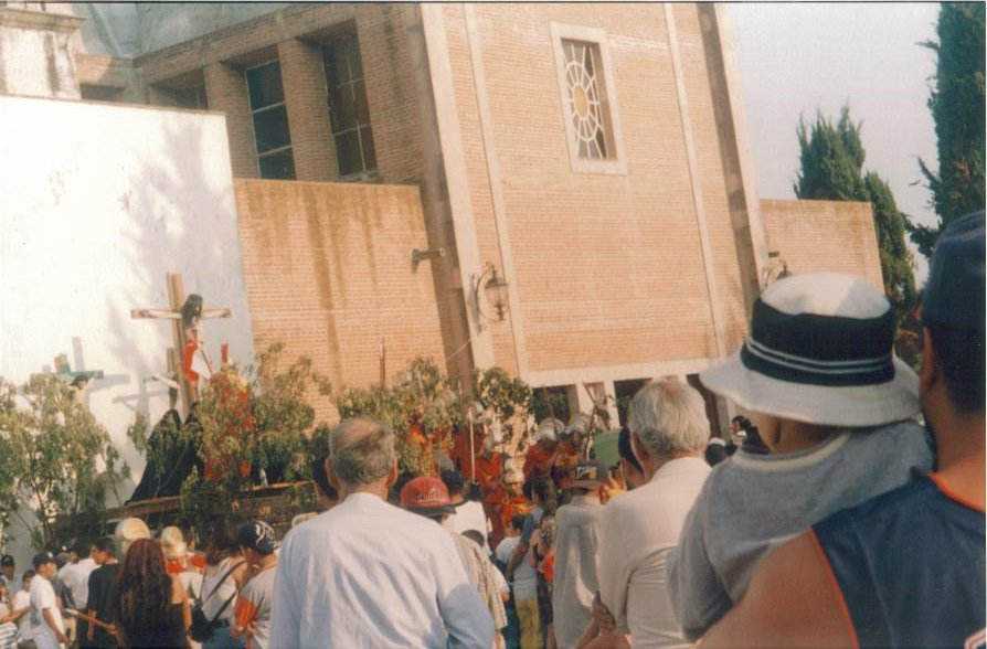 Representación de la crucifixión en Iramuco, Gto