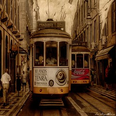 Lisboa (christian&alicia) Tags: city people urban texture textura portugal nikon lisboa lisbon transport squareformat ciutat tranvia tramvia 500x500 fivestarsgallery specialtouch innamoramento specialpicture infinestyle multimegashot alemdagqualityonlyclub obq absolutegoldenmasterpiece artistictreasurechest offmypics obramaestra portugalmagico