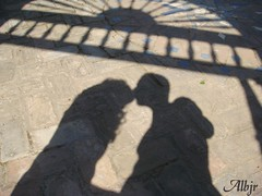 Sombras en el Alcazar de Sevilla (Alberto Jiménez Rey) Tags: sevilla shadows cybershot alberto manuel rey alcazar lucia martinez arco sombras suelo tapia jimenez blueribbonwinner mywinners dsct200