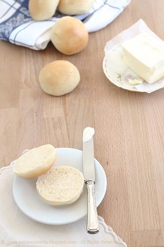 bocconcini di pane al burro da te.