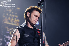 Mike Dirnt - Green Day (Fueled By Photography) Tags: chicago green illinois day united center 71309