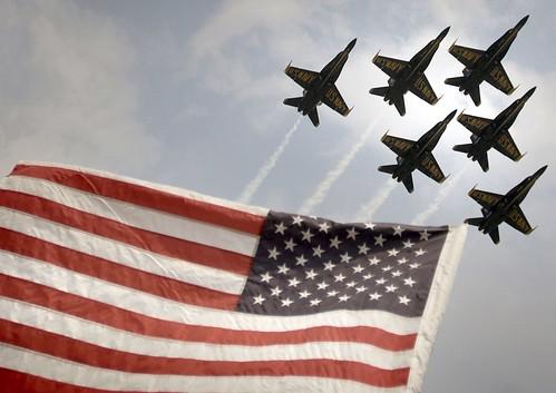 フリー画像| 航空機/飛行機| 戦闘機| ブルーエンジェルス| F/A-18 ホーネット| F/A-18 Hornet| 国旗| アメリカ国旗/星条旗|    フリー素材|