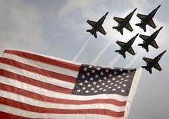 [フリー画像] [航空機/飛行機] [戦闘機] [ブルーエンジェルス] [F/A-18 ホーネット] [F/A-18 Hornet] [国旗] [アメリカ国旗/星条旗]    [フリー素材]