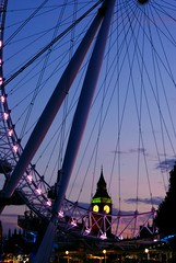 LDN (Henrique Godoy) Tags: london eye wheel clouds lights big purple ben dusk londoneye bigben wires londres nuvens luzes gigante lusco fusco roda rodagigante entardecer flickrbestpics henrikew henriquegodoy