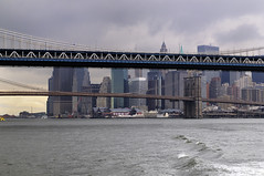 On the East River (Teo's photo) Tags: nyc bridge usa cloud ny newyork brooklyn river nikon cloudy fiume brooklynbridge manhattanbridge eastriver d300 ponti nuvoloso statiuniti digitalcameraclub pontedibrooklyn nuvolo wetraveltheworld
