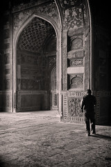 The Portal (ScottJphoto) Tags: india white black taj mahal grifter