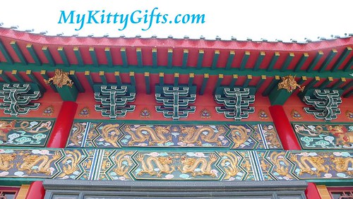 Hello Kitty's View of Decorative Roof Features of Main Temple in Hong Kong Orchid Trip