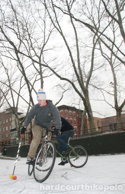 hardcourt bike polo jonny hunter in the pit nyc grip and turn snow