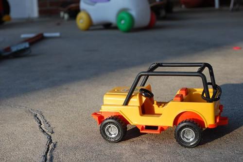 yellow dune buggy