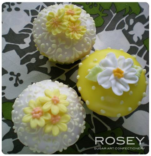 Mini Mini Flower Cupcakes 2