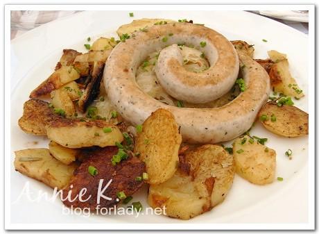 烤香腸與烤馬鈴薯與酸白菜