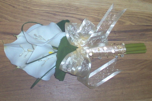 *corinne 381 po* brides cala handtied with gold bling & champagne ribbon by you.
