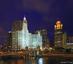 Wrigley Building, Chicago (iCamPix.Net) Tags: chicago canon landscape illinois nightshot explore wrigleybuilding chicagoriver frontpage downtownchicago cookcounty 1241 professinalphotographer markiii1ds