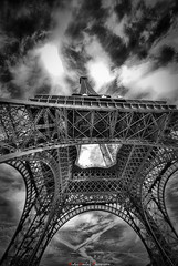 Tour Eiffel (NicolasGaire) Tags: bw white black paris france silver noir tour eiffel nb nicolas pro et blanc lightroom gaire traitement efex gettyimagesfranceq1