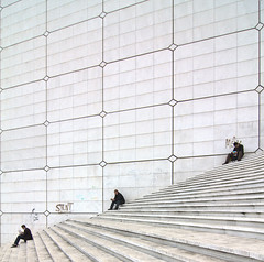Three in a Row (yushimoto_02 [christian]) Tags: paris france architecture arquitectura symmetry architect descansar architektur rest resting defense ladfense descanso dfense grandearche architectura lagrandearche arche architectur symmetrie ruhe ausruhen platinumphoto flickrdiamond