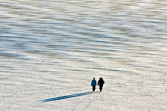 Winter sea (Riku N) Tags: winter shadow sea sky people snow cold ice suomi finland walking helsinki vanhankaupunginlahti figures meri vesi luonto arabianranta