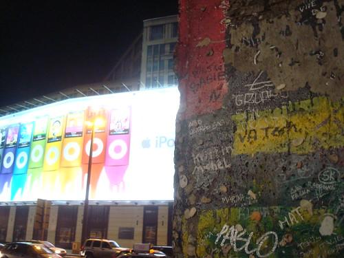 Berlim, Postdamer Platz com pedaço do Muro de Berlim