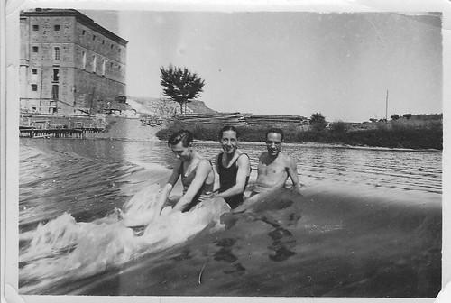 Miembros del Club Náutico de Toledo en una presa en el Tajo. Años 20. Fotografía de Eduardo Butragueño Bueno