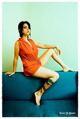 Tatuaggio (Tiago De Brino) Tags: de ensaio book nikon modelo tiago tatoo sofá vestido tatuagem brino d40x