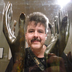 Making me smile (*Angel@) Tags: hands exhibit thehague handen smilingdavinci manray eelco fotomuseum museumofphotography makingmesmile ophandengedragen