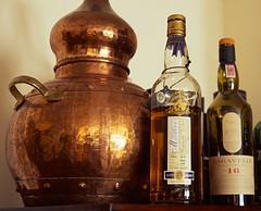 Macduff whisky (duncan taylor) (ellinuxero) Tags: film fuji fujifilm 4x5 lf pelicula macduff largeformat analogica graflex diapositiva singlemalt crowngraphic diapo velvia50 quimica alambique scotchwhisky potstill caskstrength schneiderxenar135mm47