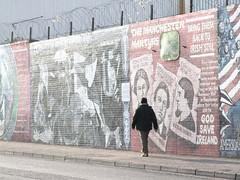 read the stone (Otkuda! (Gone sometimes)) Tags: sun man walking politics murals belfast barbedwire northernireland republican sectarianism fallsroad dutchphotographer otkuda otkoeda