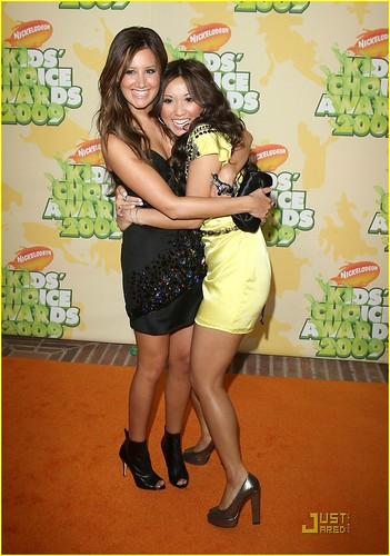 ashley-tisdale-kids-choice-awards-04