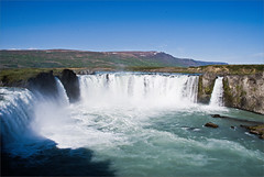 Godafoss... o donde descansan mis gafas de sol (N4n0) Tags: island waterfall iceland islandia godafoss ijsland  izlanda    islande