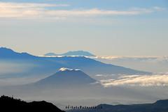 110709 > sunrise @ Mt.Penanjakan (ad+apex@MeMoRaBiLia) Tags: volcano memorabilia bromo semeru batok mountbromo eastjava penanjakan widodaren bromotenggersemerunationalpark mountbatok mountpenanjakan adapexmemorabilia memorabiliaphotography adapexmemorabiliaphotography adapex