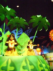 Polinesia/Polynesia, It's A Small World, Fantasyland, Magic Kingdom, Walt Disney World '09 - www.meEncantaViajar.com (javierdoren) Tags: voyage trip travel viaje usa color colour america palms polynesia us dance orlando amrica unitedstates dancing florida danza hula unitedstatesofamerica palmeras disney palmtrees exotic disneyworld viagem northamerica voyager wdw waltdisneyworld amerika viagens extico viaggi viaggio baile itsasmallworld dancin magickingdom viatges tanzen fantasyland reise bal viajar waltdisney estadosunidos palmas polinesia eeuu centralflorida exotique fantasilandia amrique viajante estadosunidosdeamrica tatsunis viaggiando polynsie viaggiare audioanimatronics waltdisneyworldresort hawaiianas amricadelnorte lebal meencantaviajar ilovetravelling reinomgico ammerica mipiaceviaggiare jaimevoyager voyagercestlepied thehula waltdisneyworld2009 lestatsunis