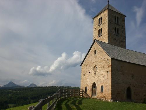 Das Kirchlein Langfenn bietet einen herrllichen Aussichtspunkt und ist mühelos auf einfachem Weg erreichbar