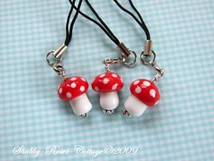 Little mushrooms for mobile phones (*ShabbyRosesCottage*) Tags: red white glass handy beads handmade toadstool dots lampwork fliegenpilze fliegenpilz kette punkte glasperlen muchomorek handyanhnger shabbyrosescottage fliepis muchomorki