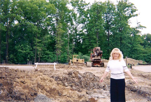 2004 STELLA IN FRONT OF WOODLYN BEING BUILT