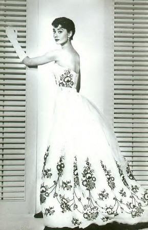 audrey-hepburn-in-givenchy-wedding-dress