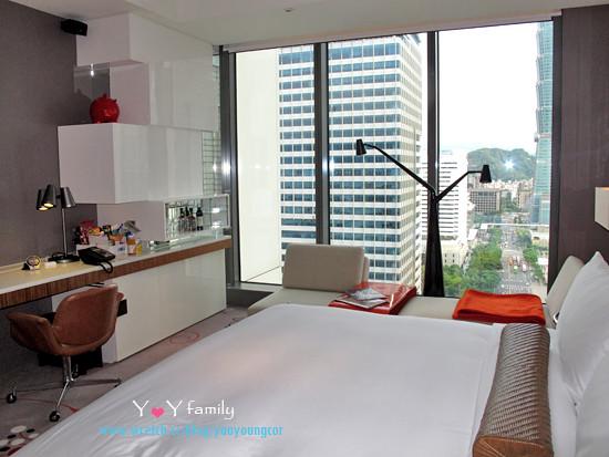 IMG_8088 w-hotel room
