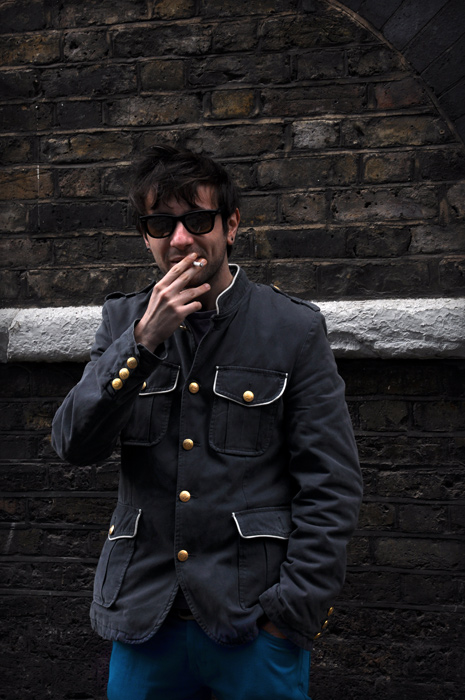 deep blue, the kooples, bouton d'or, brick lane, ray ban, veste armee