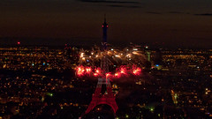 Feu d'artifice du 14 juillet 2009 sur le site de la Tour Eiffel à Paris vu de la Tour Montparnasse - Fireworks on Eiffel Tower (y.caradec) Tags: paris france monument night lumix europe torre tour lumière eiffeltower illumination eiffel firework bynight torreeiffel lightening fête eiffelturm montparnasse nuit feu artifice 14juillet feuxdartifice nationalday feux feudartifice éclairage tourmontparnasse montparnassetower parisbynight parisien fte lumire fêtenationale fetenationale pyrotechnie parislanuit groupef floodlighting europefrance pyrotechnique clairage 090714 eiffelturmkleidet 14juillet2008 fz28 1407089toureiffel