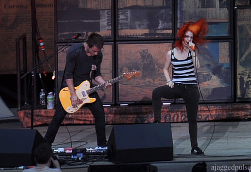 hayley williams paramore live. Josh Farro, Hayley Williams