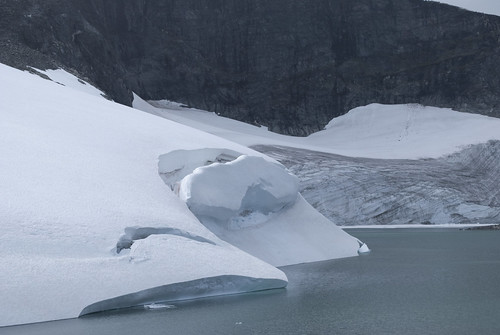 The glacier at Gjuvvatnet lake