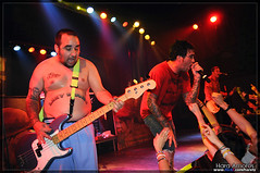 New Found Glory @ Sala Apolo, Barcelona 2009 (Hara Amors) Tags: barcelona show new music rock ian found photo concert spain hands nikon punk foto gente photos bass glory live concierto bajo crowd group livemusic band sala hardcore fotos musica 1750 grupo bassist musik tamron hc 2009 f28 bajista hara apolo directo publico d300 poppunk salaapolo newfoundglory nfg melodic iangrushka livephotography punkpop melodico melodichardcore livemusicphotography tamron1750 tamronspaf1750mmf28xrdiiildasphericalif grushka amoros nikond300 haraamors haraamoros tamronspaf175028xrdiii lastfm:event=958856