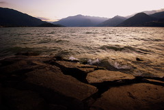 Lago di Como (cai56) Tags: sunset lake montagne tramonto estate acqua colori lombardia adda gmt lagodicomo valtellina panorami cieli laghi altolario concordians updatecollection