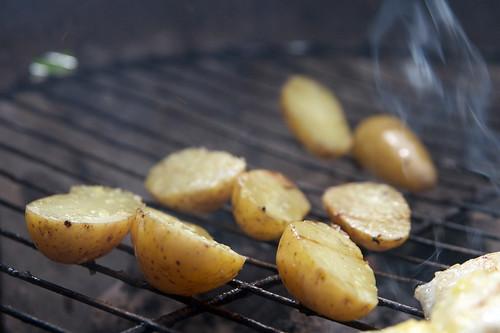 Kok potene før du griller dem, så blir de myke og gode.