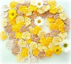 Sol de primavera (Lidia Luz) Tags: flower scarf handmade crochet flor lariat cordão cachecol crochê lidialuz