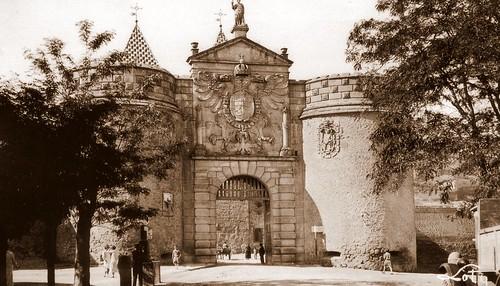 Puerta de Bisagra de Toledo a inicios del siglo XX. Foto Loty