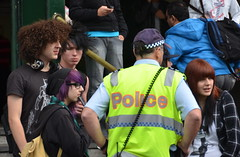 Conversation (Mariasme) Tags: city teenagers australia melbourne flindersstreetstation p youngpeople interaction policeofficer nofavs thechallengefactory