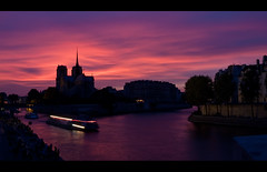 Paris - Notre Dame (~shrewd~) Tags: light sunset sky paris church night clouds canon bench de geotagged eos la frankreich skies sonnenuntergang purple nacht kirche himmel wolken bank explore pont top20 notre dame brcke frontpage fkk available allnighter tournelle purpur pontdelatournelle pontmarie explored 40d flickrklubkarlsruhe geo:tool=yuancc canoneos40d onfrontpage photosocialise geo:lon=235513 geo:lat=48850456