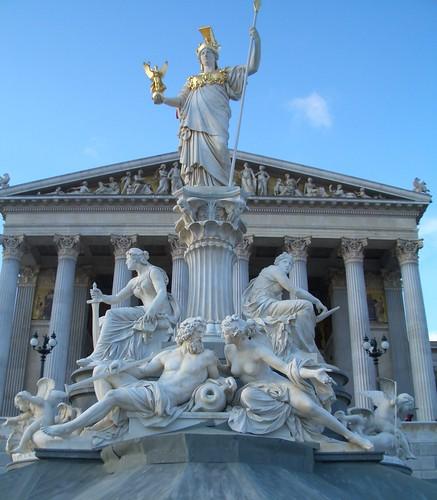 Parlament mit der Pallas Athene