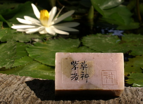 Yuan soap : Purple gromwell & roselle