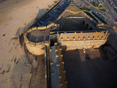 Saint Malo 4 (Fanny et Anthony (NonSenZ)) Tags: kite france photography bretagne aerial kap fortification kiteaerialphotography saintmalo villefortifie photographiearienneparcerfvolant nonsenz alfp